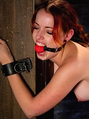 Cute Local Model Cums Hard from Electricity Pulsing Through her Clit